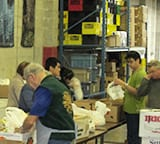 Students_at_Food_Bank_tour_(2)